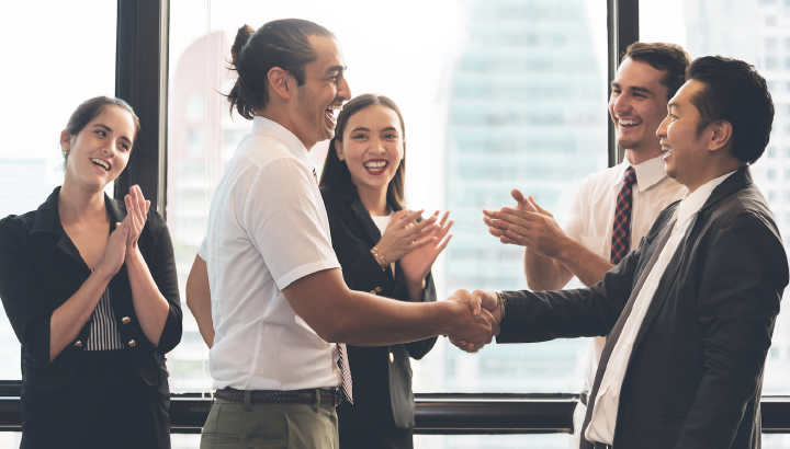 Global Employee Recognition Programs: 6 Best Practices to Consider